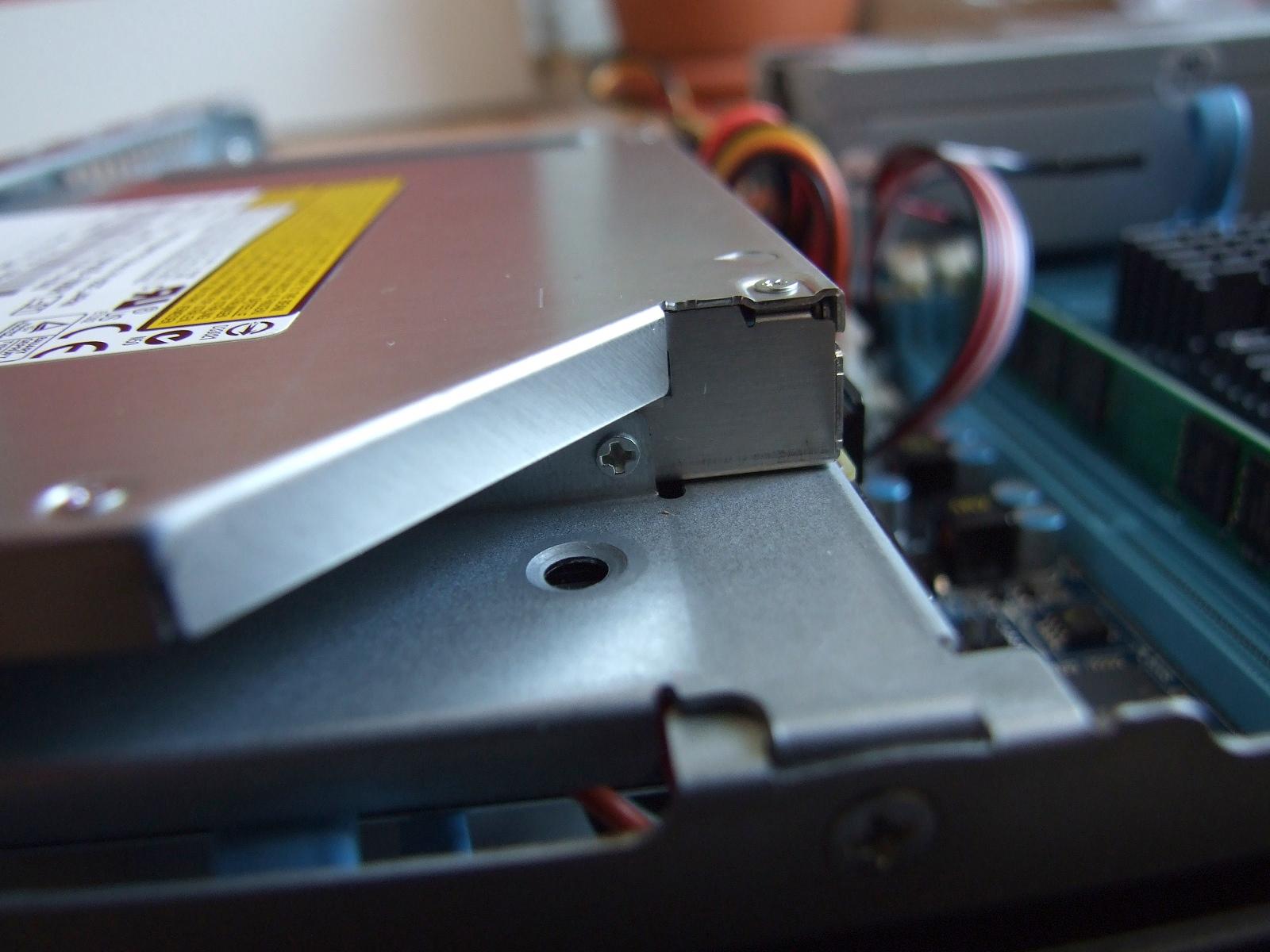 DVD - šroub z pravého boku
