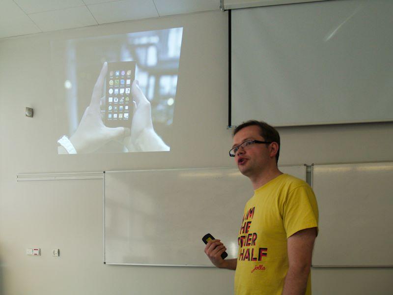 Filip Kłębczyk popisuje SailfishOS